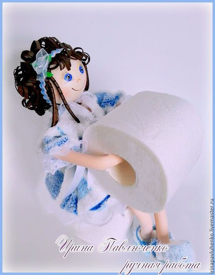 Купить или заказать Кукла Держатель  туалетной бумаги в интернет-магазине на Ярмарке Мастеров. Кукла Держатель для туалетной бумаги выполнена из ткани и фоамирана (пластичная замша). Она приятна на вид и на ощупь, устойчиво и надежно сидит, не боится влаги. Кукла интерьерная, созданная специально для ванной комнаты. Крепление позволяет спокойно отматывать бумагу, не нарушая устойчивости куклы. Эта кукла оживит интерьер Вашей ванной комнаты! Общая высота куклы в сидячем положении 35 см.