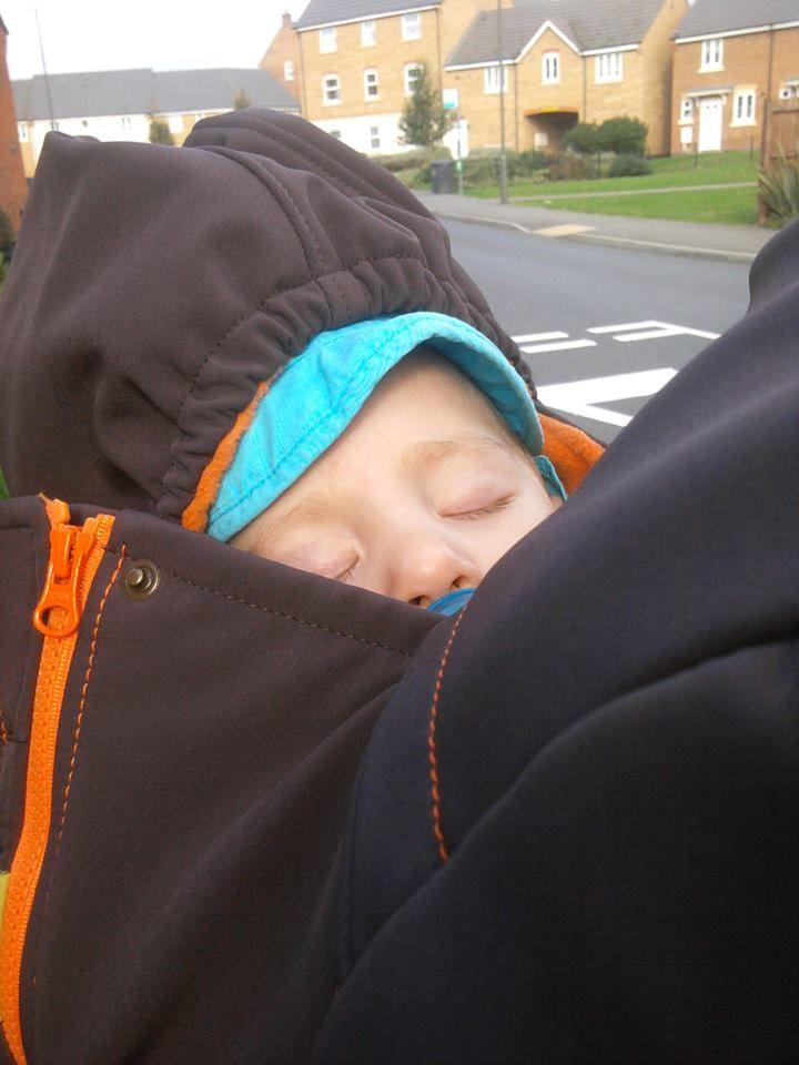 picture from Hornyak Mariann #liliputi #mamacoat #babywearing