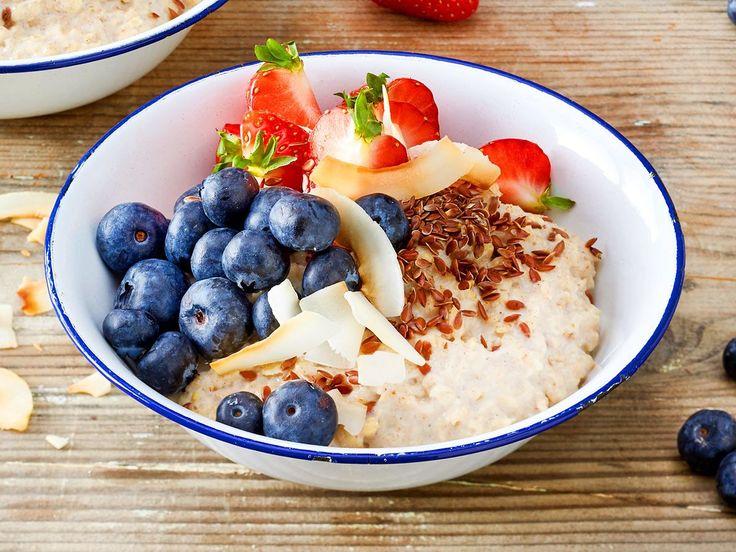Low Carb-Porridge ist mehr als nur eine Notlösung! Mit diesen Alternativen zu Haferflocken sparst du mit Genuss so einige Kohlenhydrate!