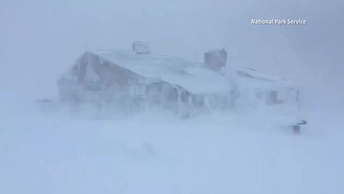Heavy Snow in Washington State, cold air returning to UK.  Latest #weather updates at ~ http://stormhour.com/breaking-weather-news-january-2018-updates-from-stormhour/?utm_content=buffer55d35&utm_medium=social&utm_source=pinterest.com&utm_campaign=buffer #StormHour https://video.buffer.com/v/5a6f2382cb402aef47543682