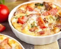 Mini quiche sans pâte estivale au bacon : http://www.cuisineaz.com/recettes/mini-quiche-sans-pate-estivale-au-bacon-82053.aspx