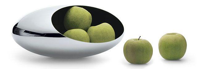 Větší varianta Philippi Cocoon v podání objemné mísy na ovoce. Vysoký lesk z ušlechtilé nerezové oceli odráží vše v dosahu.