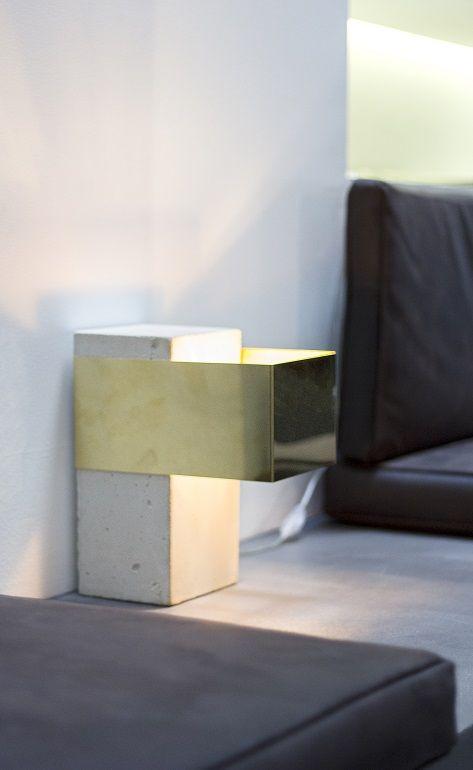 Lámpara de cemento y latón (Hotel Siete Islas Madrid)