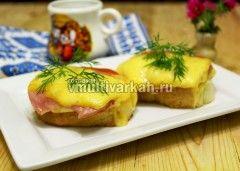 Горячие бутерброды с колбасой и сыром в мультиварке