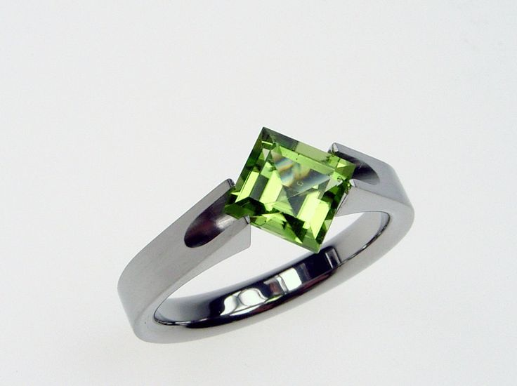 Peridot Ring - Titanium Tension-Set - Groove design with Satin Finish and Square-cut Natural Genuine Peridot. from hersteller