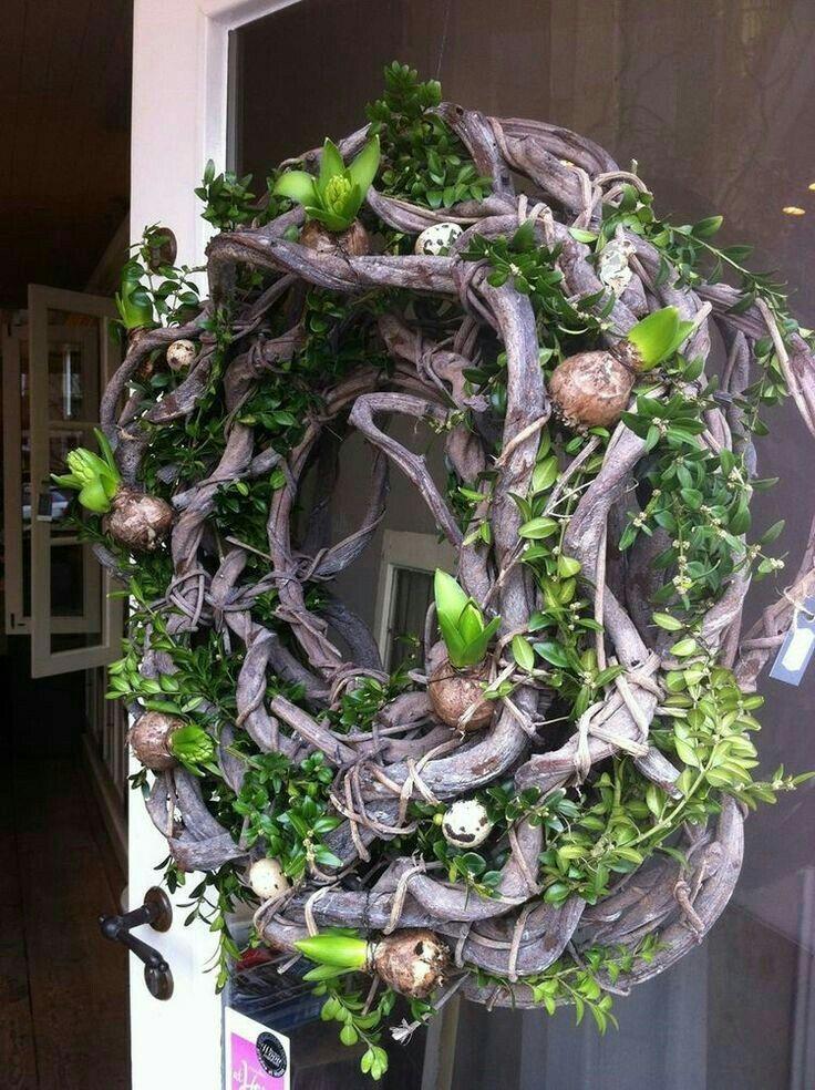 Wreath with spring bulbs