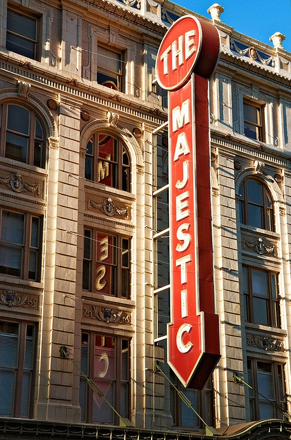 blade sign, Majestic Theater (1921), 1925 Elm Street, Dallas, Texas)