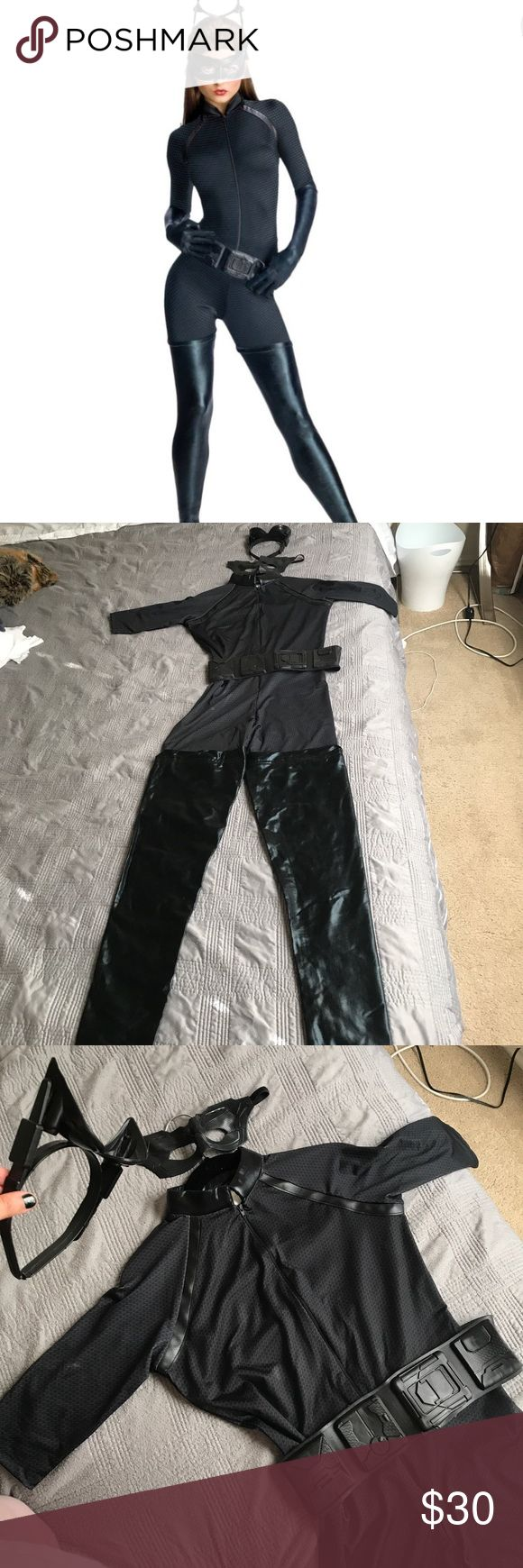 The Dark Knight Rises Women's Catwoman Costume Excellent condition, include mask, belt and plastic head/ears set....doesn't  include gloves. Other