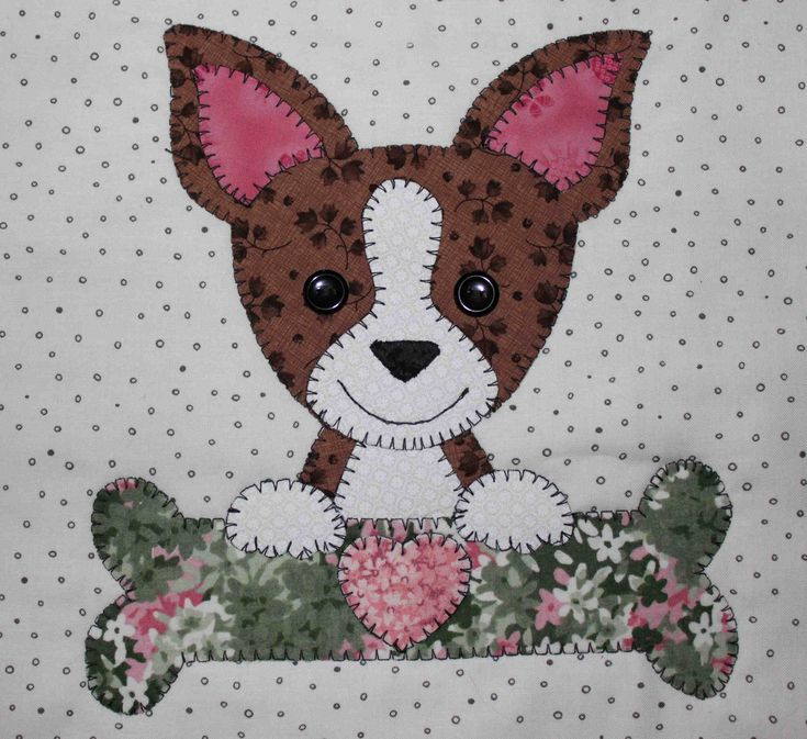 Chihuahua applique wall hanging. Dog quilt.