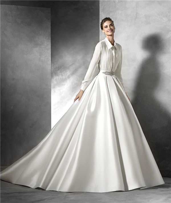 Elegantly Tailored Wedding Dresses for Brides with Pear-Shaped Body
