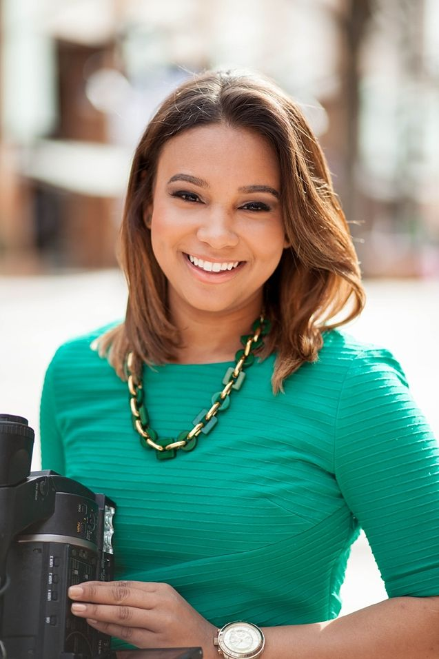 Beautiful news reporter portraits | Charlotte Conklin Photography