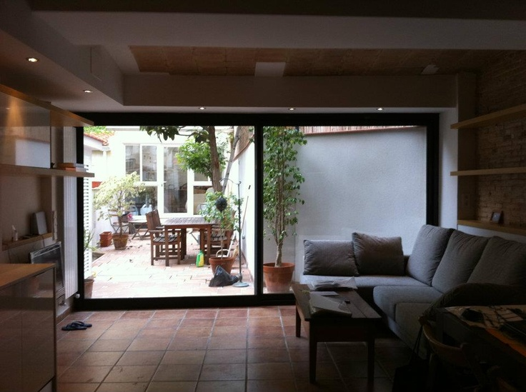 Double sliding window to the courtyard by Ambit Arquitectes in Sant Crist street,  Barcelona
