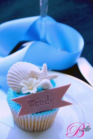 Seashell cupcakes with a fondant nametag (instead of placecards) ♥