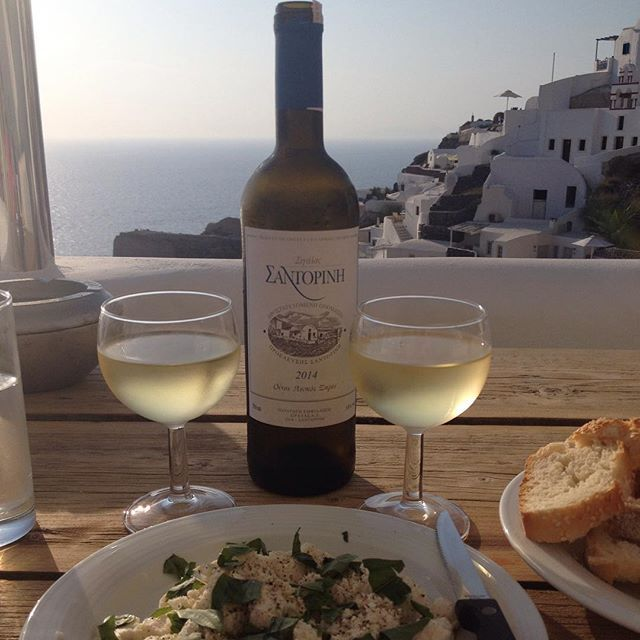 Enjoy your meal with a glass of a local #wine! #Santorini #ArtMaisons #Gastronomy Photo credits: @irishem11