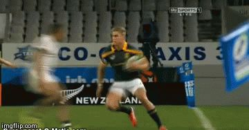 Duhan van der Merwe breaks a tackle against England in the #JWC2014 final #sarugby #rugby #gif