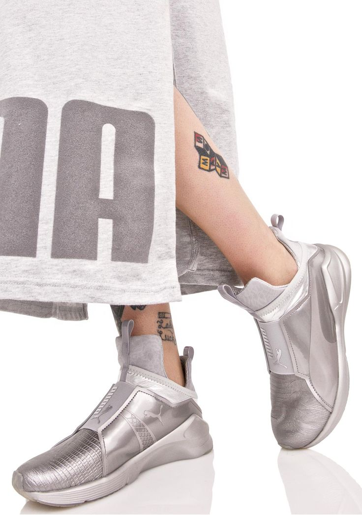 PUMA Fierce Metallic Sneakers are gunna slay the streets, bb! These sikk metallic sneakers feature a textured silver construction, thick elasticized bands across the top of tha foot with Puma branding, elongated tongue, and a sleek pull-on style.