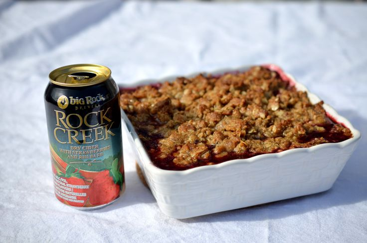 [ Field Berry Crisp Recipe ] Easiest dessert you can make and always a crowd favourite! #crisp #berry #cider