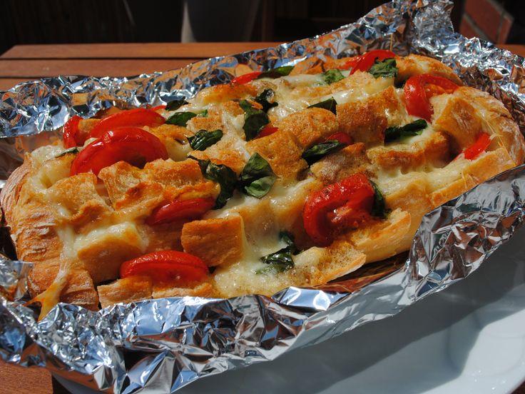 Tomaten-Mozzarella-Brot