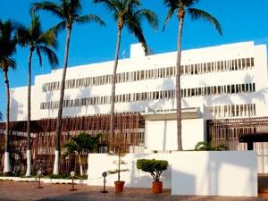 El Hotel Emporio Mazatlán (antes Riviera Beach Resort Mazatlán) es el primer hotel de la Zona Dorada, a sólo 10 minutos del centro histórico.    Enmarcado en un estilo arquitectónico mexicano - contemporáneo te encontrarás ante una hermosa vista del océano pacífico y una atmósfera ideal para relajarte, disfrutar de la excelente comida y de la funcionalidad de las instalaciones.
