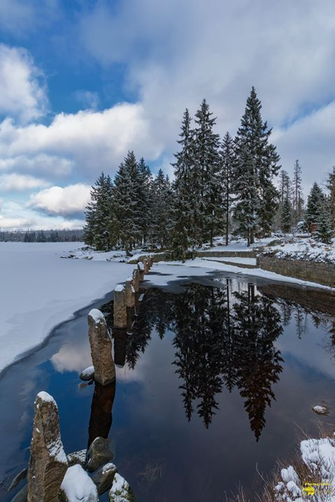 Der Oderteich ist nicht nur eine der ältesten Talsperren sondern lädt mich mit seinen Rundwanderweg immer wieder zum wandern ein.  Ich wünsche euch einen schönen Dienstag. Schöne Grüße  @Bild darf gerne geteilt werden  #Oderteich #Oberharz #Harz #Winter #Schnee #Frost #Eis #Kälte #Kalt #Snow #Rundwanderweg #Wandern #Talsperre #Teich #See #Altenau #Oderbrück #Nature #Landscape #Natur #Landschaft