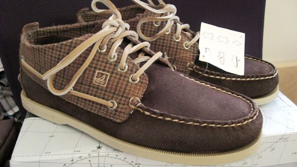 Shoes care tips: How To Clean Sperry Shoes? We carry out 3 ways to clean sperrys in this following article to give you more useful suggestions.