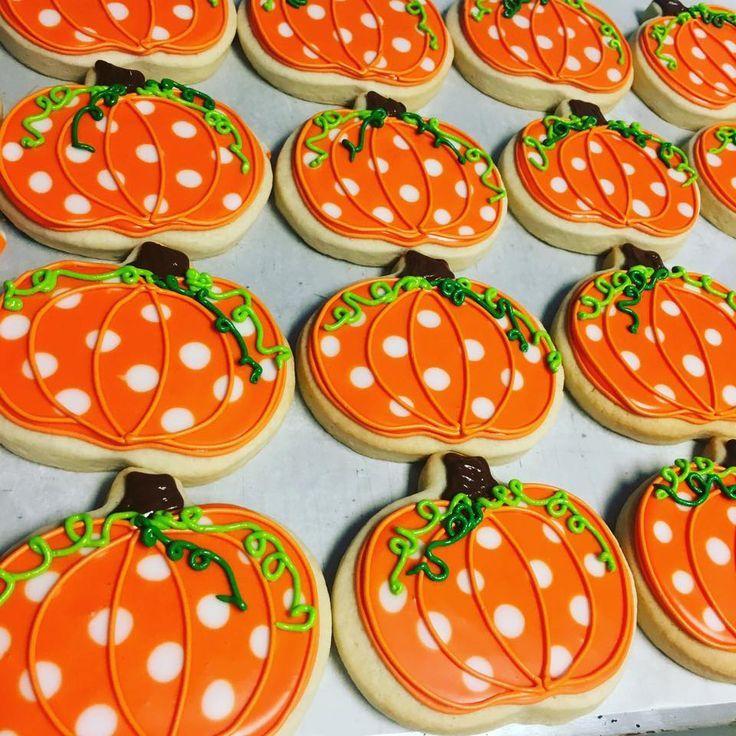 55 best Halloween images on Pinterest Cookies, Decorated cookies - halloween pumpkin cookies decorating