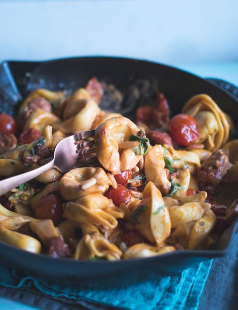 One Pan Tortelloni mit Salsiccia in Tomatenrahm