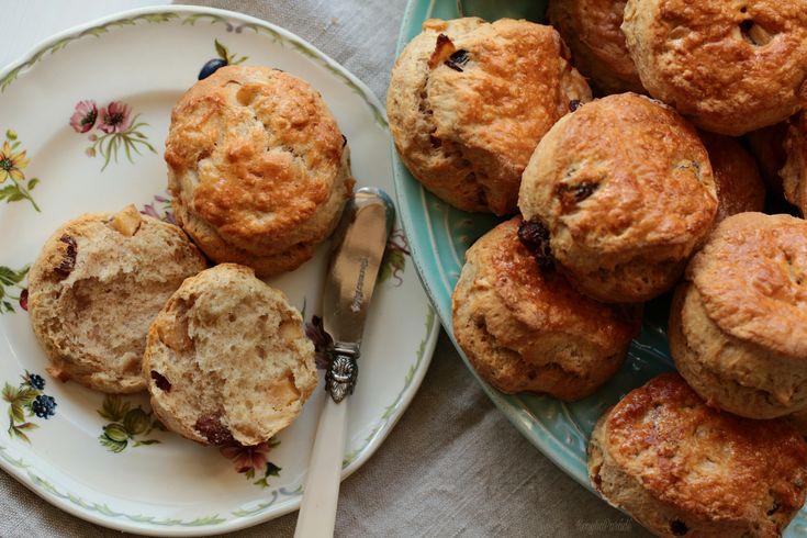 The English version of the apple cinnamon scones recipe is beneath the Hungarian post. Scones, az angolok ikonikus teasüteménye, nem …