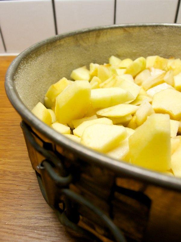 Nasekané jablká vo forme