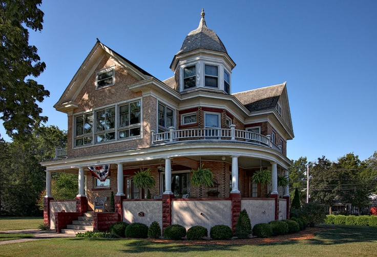 Old victorian sauk prarie wi beautiful homes inside for Beautiful classic houses