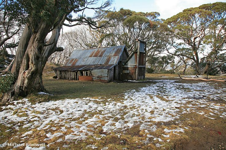 Wallace Hut, Falls Creek, Victoria, Australia. Photography by Michael Boniwell, Chockstone Photography.