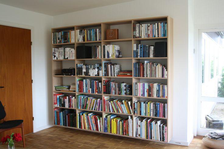 Reol i eg #indretning #interior #furniture #design #snedkeri #handmade #bookshelves #reol #opbevaring #eg #oak #karstenk  #rum4  www.rum4.dk