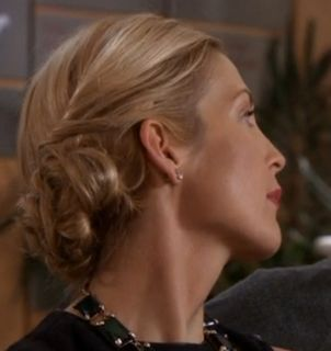 Video tutorial: Lily Van der Woodsen (Gossip Girl) bun. I love all of Lily's hairstyles. All of them.