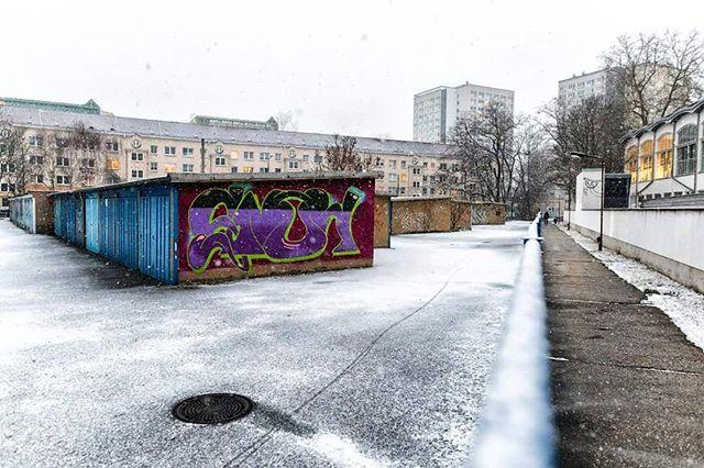 Snow... . . . . . #neverstopexploring #longexposure_shots #agameoftones #night_shooterz #ig_masterpiece #snow #magicpict #ig_nightphotography #astrophotography #splendid_xposure #longexpoelite #snowwinter #icu_architecture #s8plus #creative_architecture #arkiromantix #tv_architectural #archimasters #excellent_structure #arquitecturamx #diagonal_symmetry #lookingup_architecture #unlimitedcities #ig_deutschland #foolhardyphotography  #foolhardyphotography #leipzigcity #ig_leipzig #leipzigartig…