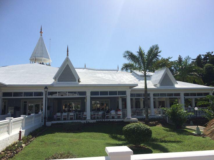 Het buffetrestaurant met buitenterras