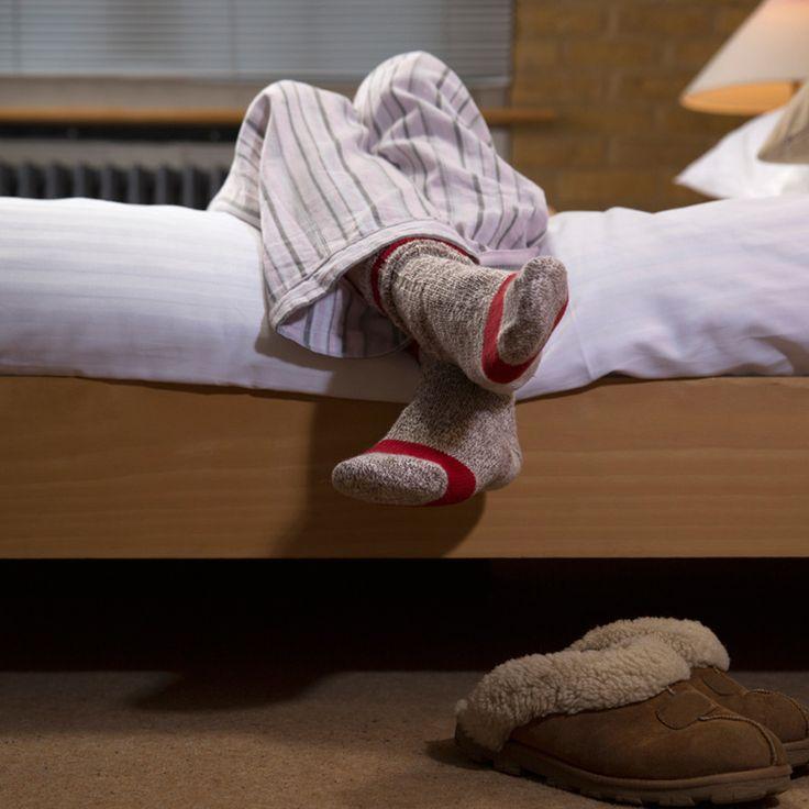 Huzursuz Bacak Sendromu (HBS) otururken veya yatarken ve özelikle de akşamları, bacaklarınızda oluşan son derece rahatsız edici durumun adıdır. Otururken ya da yatarken sürekli ayağa kalkıp hareket etme hissiniz varsa, sizde de HBS olabilir. Tanı ve tedavi için hastanemizden randevu alabilirsiniz.  #kudretinternational #hastane #saglik #ankara #turkiye #turkey