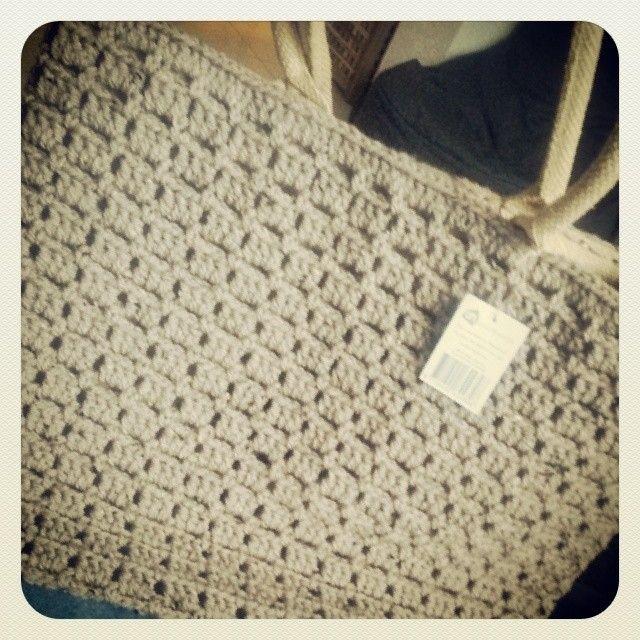 Nog een knoop, een binnentasje en de tas is klaar voor dochterlief. #haken #AH #hakeniship #tas #tweed #Zeeman. Instagram: leontine.van.engeland