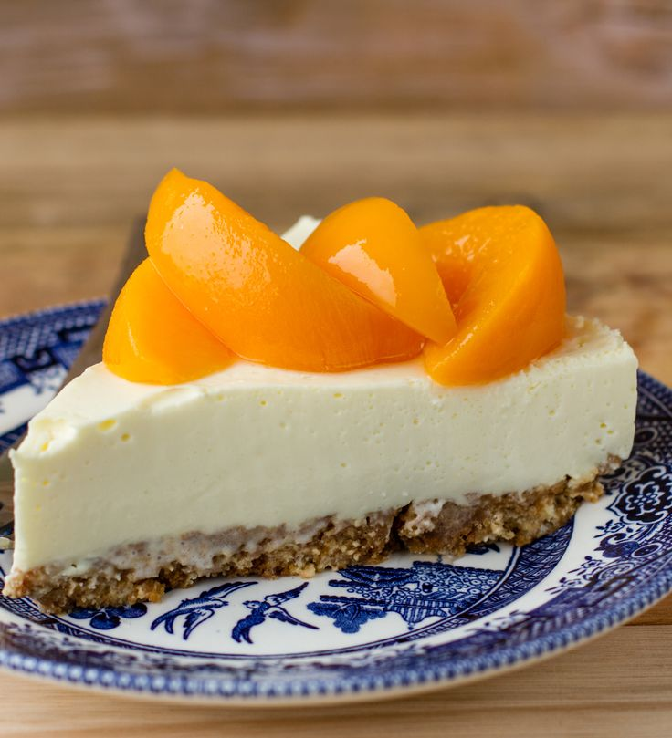 Peach Cheesecake recipe. We have given the popular fridge cheesecake a peach flair. It takes a little time to prepare, but the delicious reward of this summer dessert is well worth it.