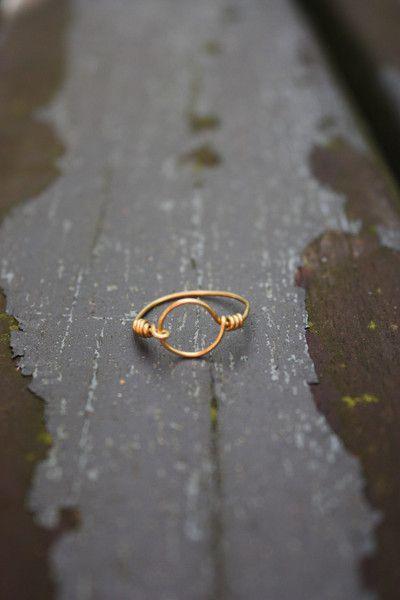 Freundschaftsringe - Handmade Upcycling-Ring Karma Kreis Golddraht - ein Designerstück von artsandsofie bei DaWanda