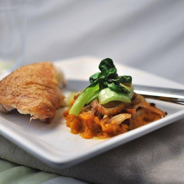 Ovnsgrillet kylling med bok choy, fennikel og gulrotpure