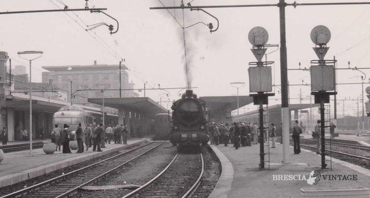 """""""Locomotiva a vapore in partenza"""" - Brescia 1976 http://www.bresciavintage.it/brescia-antica/documenti-storici/locomotiva-a-vapore-in-partenza-brescia-1976/"""