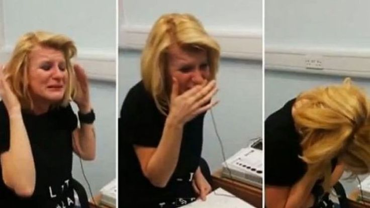 A 40 ans, Joanne Milne entend pour la première fois. ---------------------------------------------------- 40 years old Joanne Milne hears sounds for the first time of her life.