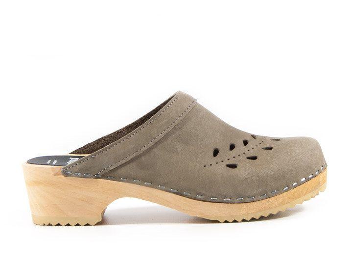Zapatos Suecos - Zuecos de madera - Para mujer - Seoul de Sandgrens en Etsy https://www.etsy.com/es/listing/174506469/zapatos-suecos-zuecos-de-madera-para