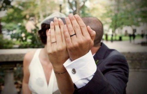 ♥♥♥  Mais 11 tatuagens de casamento Casais apaixonados fazem de tudo para marca seu amor, inclusive tatuagens de casamento! Que tal se inspirar nesse amor eterno e fazer uma também? http://www.casareumbarato.com.br/mais-11-tatuagens-de-casamento/
