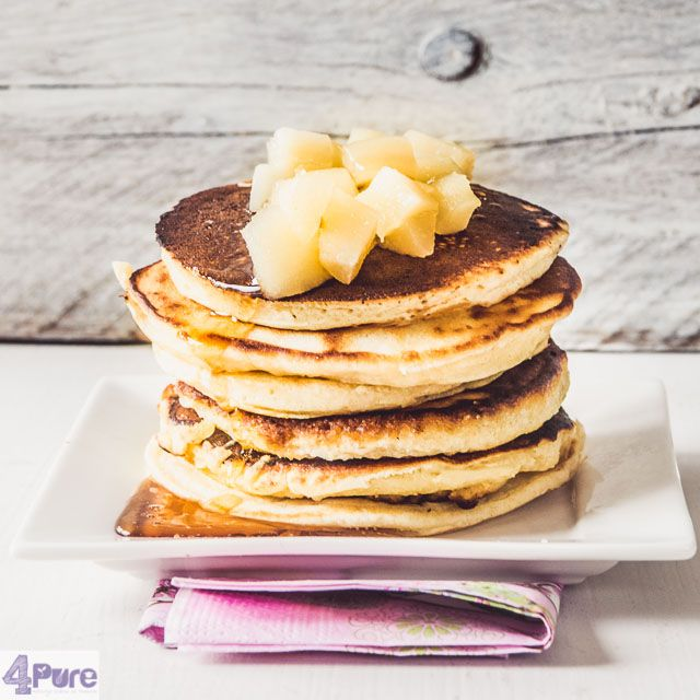pancakes with poached pears - English recipes - Pancakes served with poachedpears and pear syrup. A delicious combination for lunch or breakfast (as often happens in America).