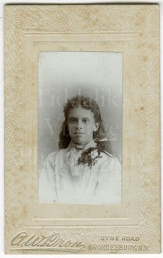 CDV Carte De Visite Photo Victorian Young Pretty Woman Girl Long Hair Small Format Portrait