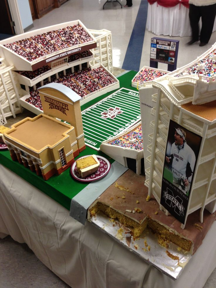 This groom's cake is every football lover's dream.    Mississippi State University football fan Tristan Rawson tweeted a photo of the groom's cake served at his wedding on Saturday. Even people who don't know a first down from a touchdown will be able to appreciate the attention to detail -- check it out!