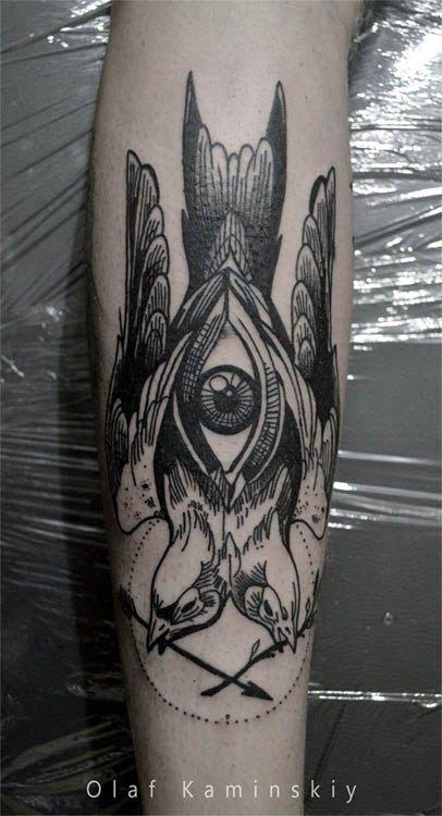 художественная татуировка на руке в гравюрном стиле птицы linework blackwork dotwork