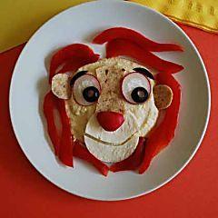 Suivez, pas à pas et en images, les étapes de la recette du Chef Eric Sapet sur www.likeachef.fr Dans un premier temps, préparer la compotée de fraises.