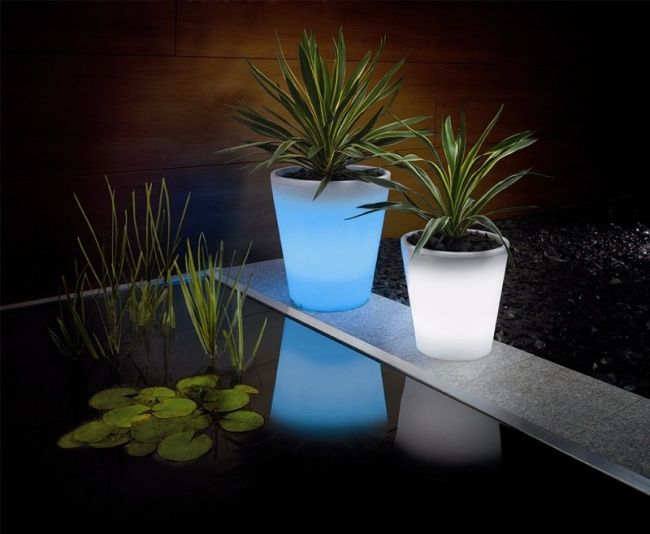GLOWING FLOWER POTS 20ofthe coolest things all ofus dream ofhaving inour backyard